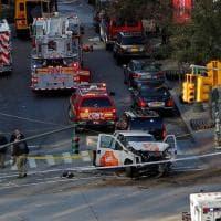 New York, furgone piomba su pista ciclabile e fa strage: il fotoracconto