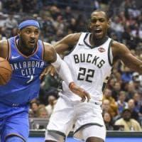 Basket, Nba: Oklahoma sbanca Milwaukee, scivolone Detroit
