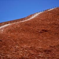 Uluru. Il monolito sacro aborigeno non potrà più essere scalato