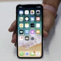 iPhone X, uno sguardo nel futuro. Così Apple reinventa lo smartphone: la prova in...