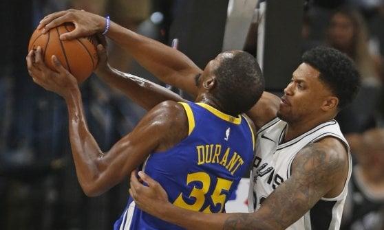 Basket, Nba: Golden State sbanca San Antonio, Lillard fa felice Portland