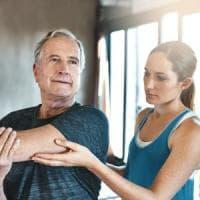 Sport, dieta e vitamina D per prevenire l'osteoporosi