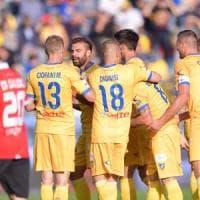 Serie B, il Frosinone torna in vetta. Colpo del Venezia a Brescia
