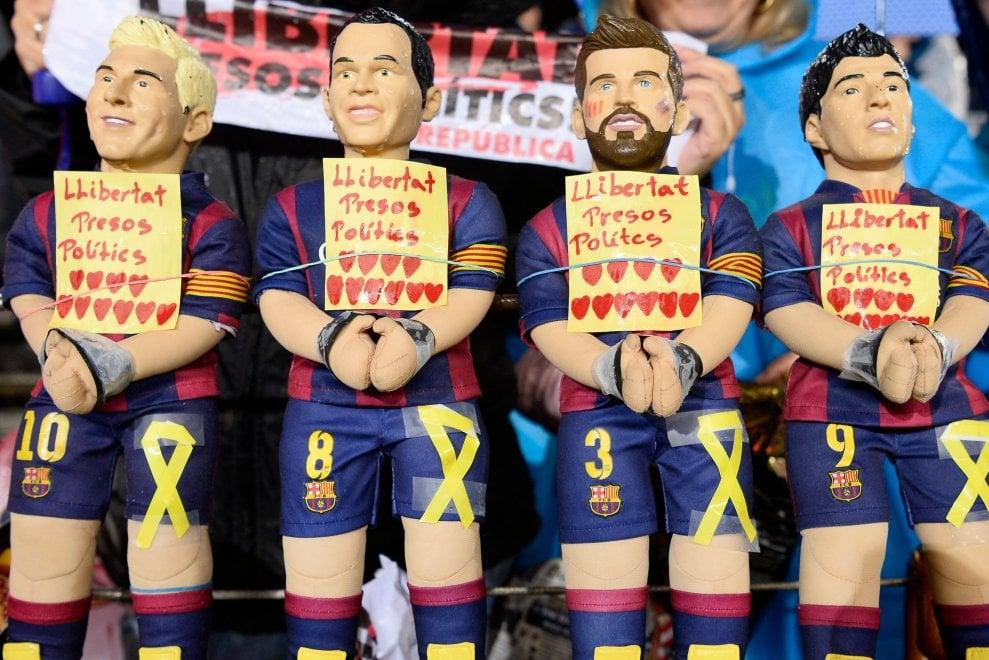 Barcellona-Siviglia: al Camp Nou striscioni per i leader catalani arrestati