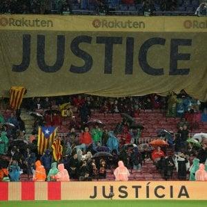 """Indipendenza Catalogna, Barcellona e ultras: """"Libertà per i prigionieri politici"""""""