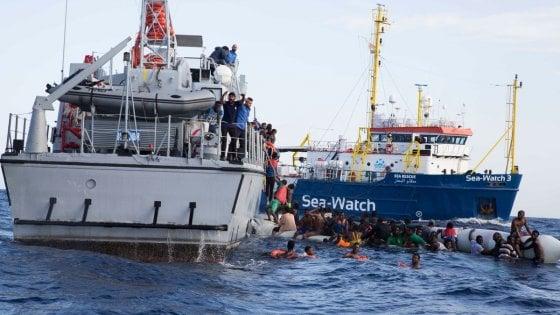Migranti, nuovo naufragio nel Mediterraneo: cinque morti, tra cui un neonato, un altro bimbo disperso
