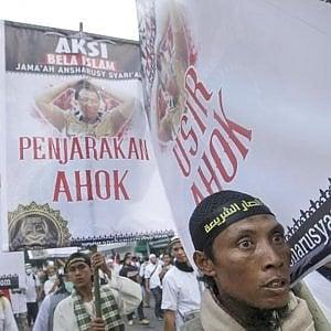 Jakarta: uno studente su cinque è per il califfato, uno su quattro pronto a combattere