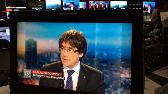 """Puigdemont annuncia ricorso contro la Spagna. E dice: """"Sono a Bruxelles in esilio"""""""