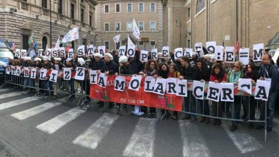"""Ricerca, l'appello dei precari del Cnr a Gentiloni: """"Sblocchi i fondi per assumerci"""""""