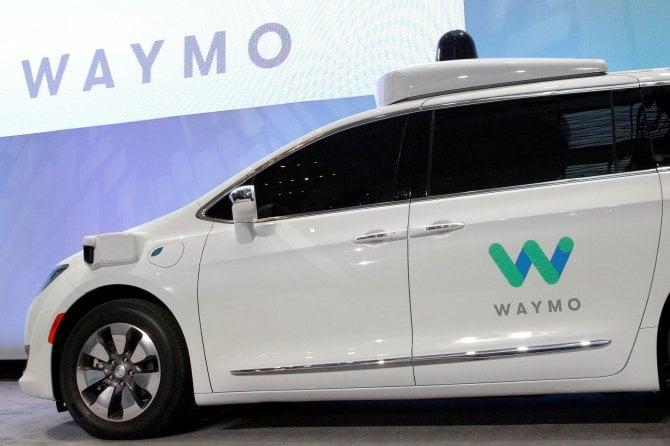 Waymo, l'auto a guida autonoma