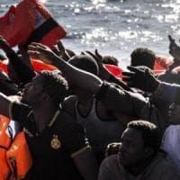Migranti, ogni minuto che passa 20 persone sono costrette alla fuga