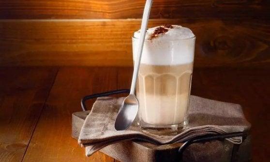 E nei bar di Londra va in scena la bollente guerra del cappuccino