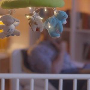 Neonati, maneggiateli con cura. La campagna 'non scuotere' il bebé