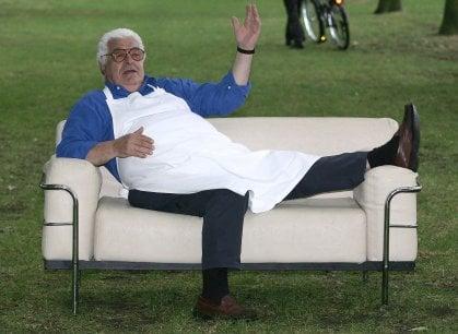 Addio ad Antonio Carluccio, il cuoco che ha insegnato agli inglesi quant'è buona la cucina italiana