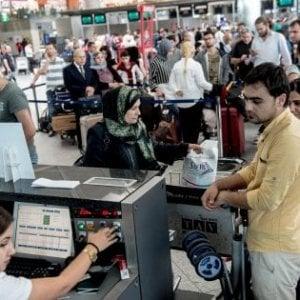 Manovra, stop di Delrio alla tassa d'imbarco in aeroporto