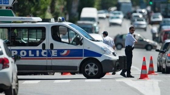 """Francia: travolge studenti con la sua auto. Media: """"Atto deliberato"""""""