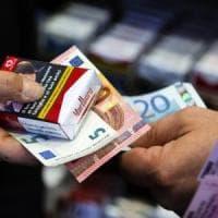 Più tasse sulle sigarette, finanzieranno i farmaci per il cancro