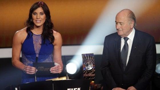 Bufera su Sepp Blatter: accusato di molestie dalla campionessa di calcio Usa