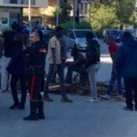 Aversa,  spara a un immigrato nel centro d'accoglienza