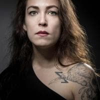 """""""Per me non è solo un tatuaggio"""": inchiostro sulla pelle come terapia per le vittime del Bataclan"""