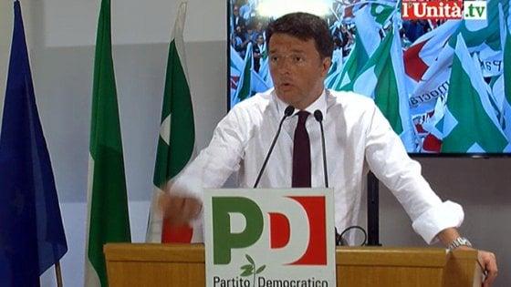 """Pd, Renzi in direzione: """"Sforzo unitario ma senza abiure"""". Bersani lo gela: """"Chiacchiere a zero, servono fatti"""""""