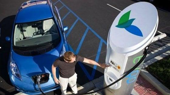 Auto elettrica, una rete di ricariche in autostrada dalla Norvegia alla Sicilia