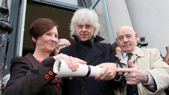 Rohingya, Bob Geldof restituisce premio per protesta contro Aung San Suu Kyi