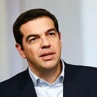 Tsipras vara la svolta anti-austerity: 1,4 mld alle famiglie più povere