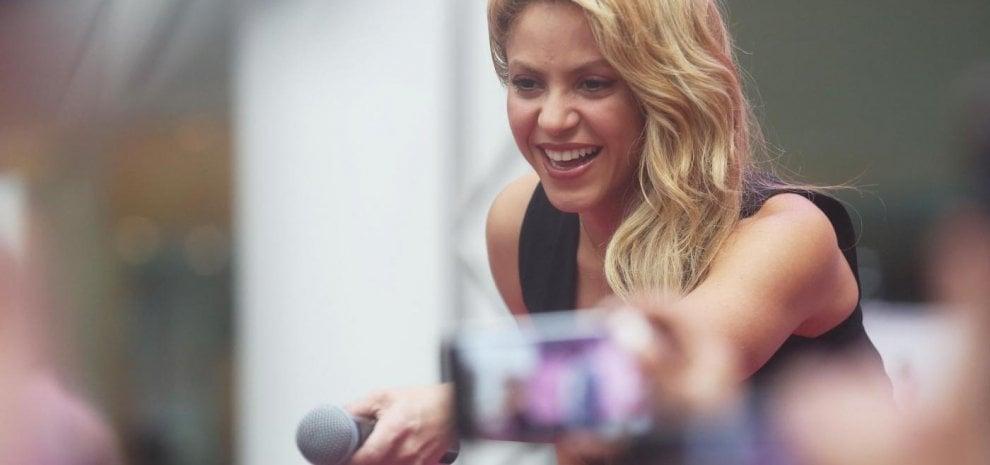 Emorragia alle corde vocali, Shakira costretta a posticipare la tournée