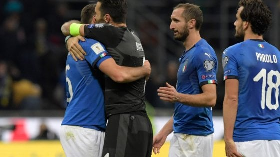 "Italia eliminata, Carraro: ""Perdita di oltre un miliardo"". P. Cannavaro: ""Via le mummie"""
