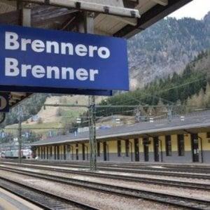 """""""Anthony è fuori pericolo"""", sta meglio il bimbo trovato nascosto sotto a un treno al Brennero"""