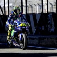 MotoGp, test Valencia: Yamaha subito forte. Rossi, che caduta