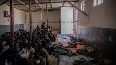 """Libia, """"Orrori inimmaginabili"""":  20 mila migranti trattati come bestie  e oggetti di compra-vendita"""