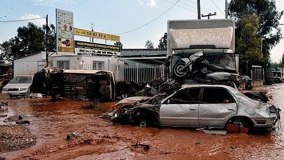Grecia, inondazioni e piogge torrenziali: il maltempo fa almeno 14 vittime