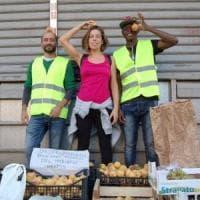Cibo, si regala frutta e verdure mature: progetto antispreco al mercato