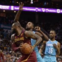Basket, Nba: risalgono Cleveland e Oklahoma, Minnesota sfata tabù San Antonio