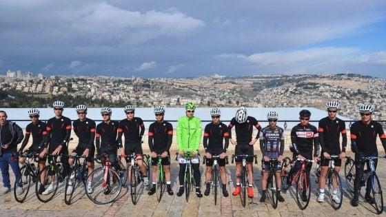 Ciclismo, Giro d'Italia 2018: corridori squadra israeliana nominati 'Ambasciatori di pace'