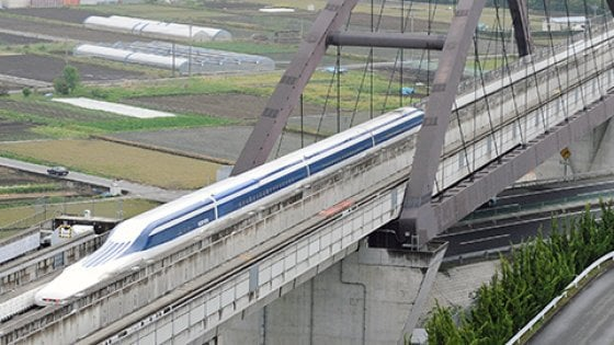 Giappone, le ferrovie chiedono scusa per la partenza di un treno 20 secondi in anticipo