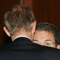 """Prodi incoraggia Fassino: """"Ti darò una mano a unire senza scendere in"""