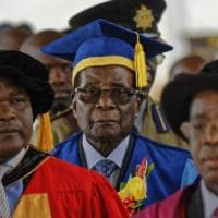 Zimbabwe, Mugabe torna in pubblico per la prima volta dopo il golpe