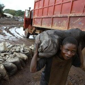 """Lavoro minorile, Congo: migliaia di ragazzini """"intrappolati"""" nella catena dei produttori di cobalto"""