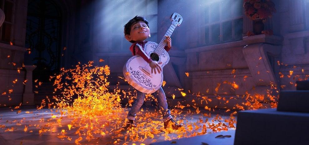 'Coco', il bambino Miguel nel regno dei morti per celebrare i colori della vita