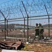 """Il soldato fuggito dalla Corea del Nord ha l'intestino pieno di vermi: """"È uno specchio..."""
