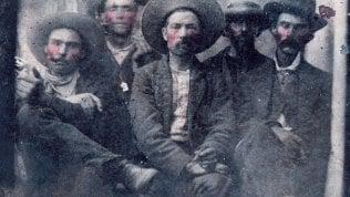 Billy the Kid e Pat Garrett insieme: la foto comprata per 10 dollari al mercatino vale la bellezza di 10 milioni