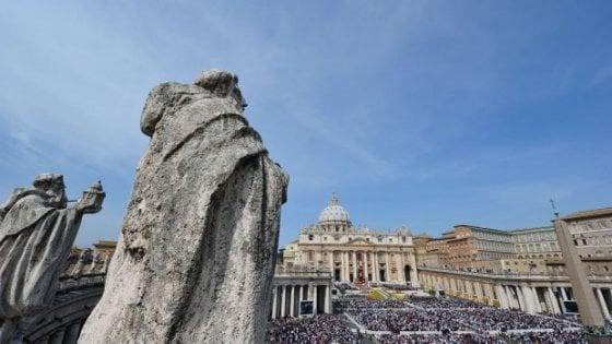 Vaticano: indagine su rapporti gay nel Collegio dei chierichetti