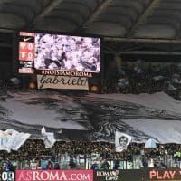 Roma-Lazio, le coreografie dei tifosi all'Olimpico: omaggio a Gabriele Sandri