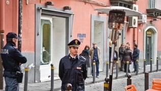 Scontro tra ragazzini in movida napoletana: rissa, spari e 4 feriti