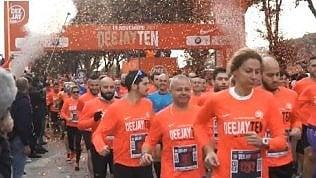 La prima Deejay Ten a Roma:in diecimila di corsa con Linus