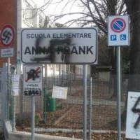 """Pesaro, svastica davanti alla scuola Anna Frank. Renzi: """"Combattiamo lo schifo"""""""