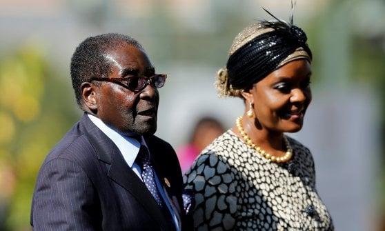 """Zimbabwe, Mugabe spiazza tutti: non si dimette. In diretta tv: """"Grazie a tutti e buonanotte"""""""